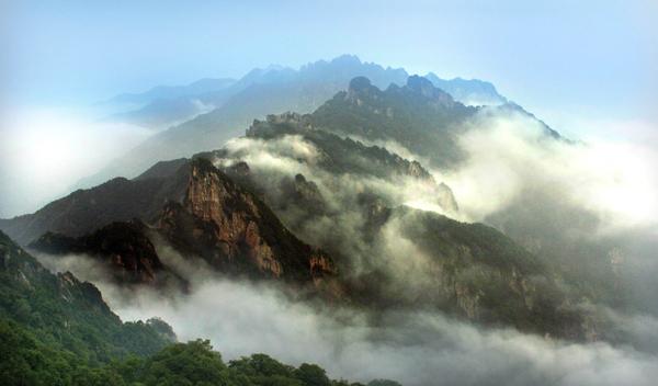 > 景区推荐 景区推荐         老君山风景名胜区位于河南省栾川县城东