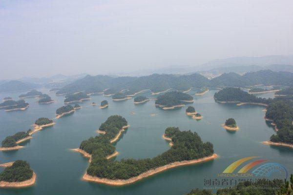 观景台上俯瞰千岛湖